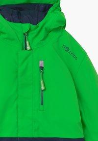TrollKids - KIDS HALLINGDAL - Snowboard jacket - bright green/navy - 3
