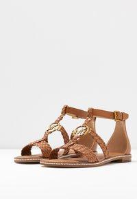 MICHAEL Michael Kors - PIPER FLAT - Sandals - acorn - 4