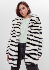 Bershka - Classic coat - stone - 0