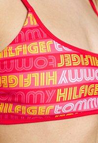 Tommy Hilfiger - POP BRALETTE - Bikiniöverdel - laser pink - 4