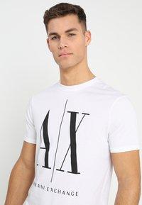 Armani Exchange - T-shirt med print - white - 3