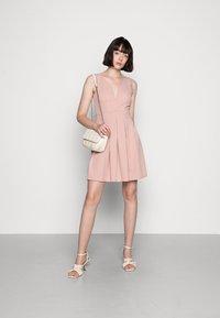 WAL G. - SKATER DRESS - Žerzejové šaty - blush pink - 1