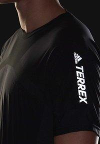 adidas Performance - ZUPAHIKE AEROREADY SHIRT - T-shirts med print - black - 7