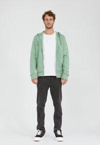 ARMEDANGELS - Zip-up sweatshirt - misty grass - 1