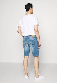 Cars Jeans - TUCKY SHORT - Džínové kraťasy - denim - 2
