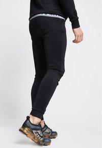 SIKSILK - ILLUSIVE LONDON  - Pantalones deportivos - black - 2