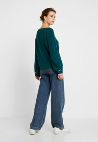 Tommy Jeans - SLEEVE LOGO V NECK - Pullover - atlantic deep - 2