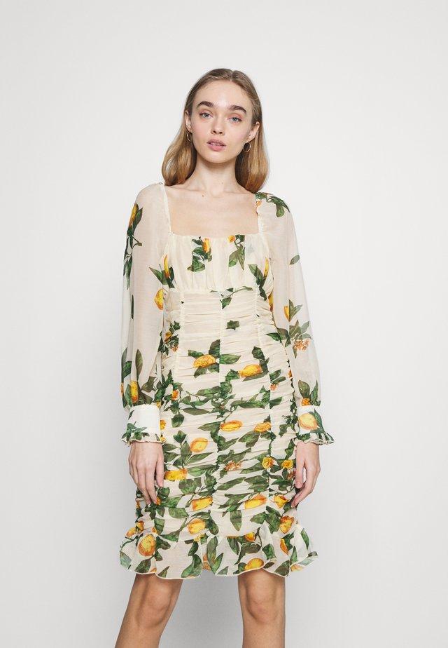 OBJLEMON SMOCK DRESS - Denní šaty - sandshell