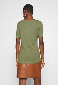 Marc O'Polo - SHORT SLEEVE BOAT NECK - Camiseta básica - seaweed green - 2
