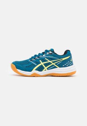 UPCOURT GS UNISEX - Handball shoes - deep sea teal/glow yellow