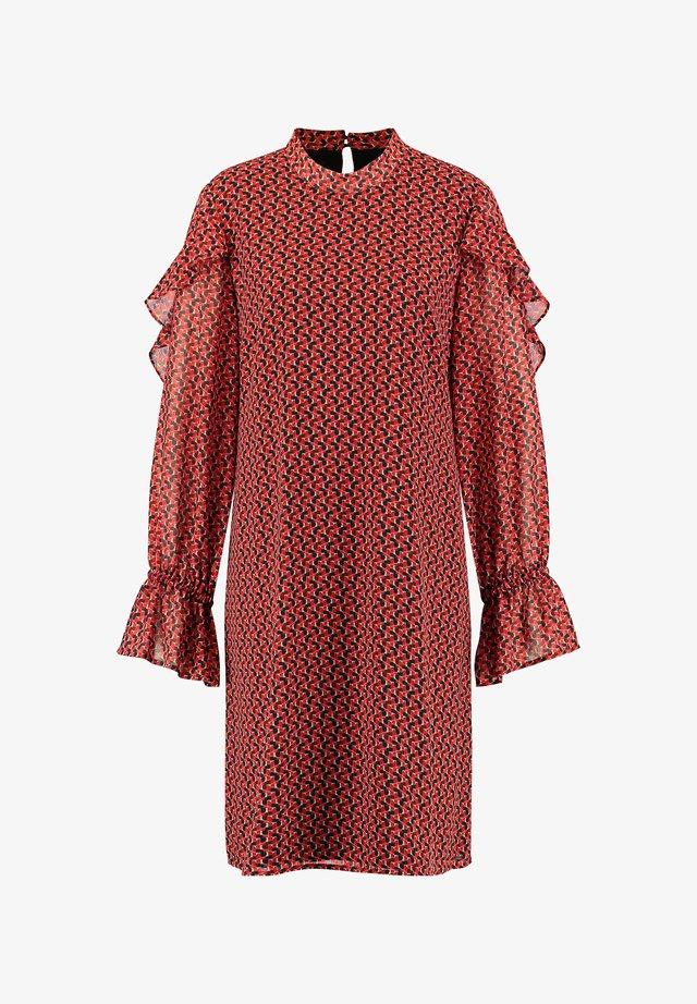 MIT ZARTEN VOLANTS - Robe d'été - carmine red gemustert