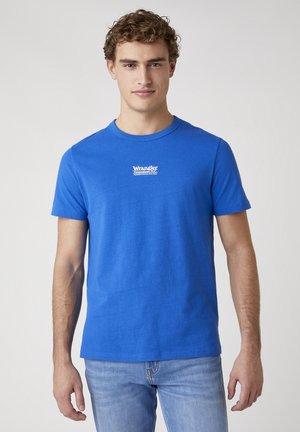 T-shirt med print - wrangler blue
