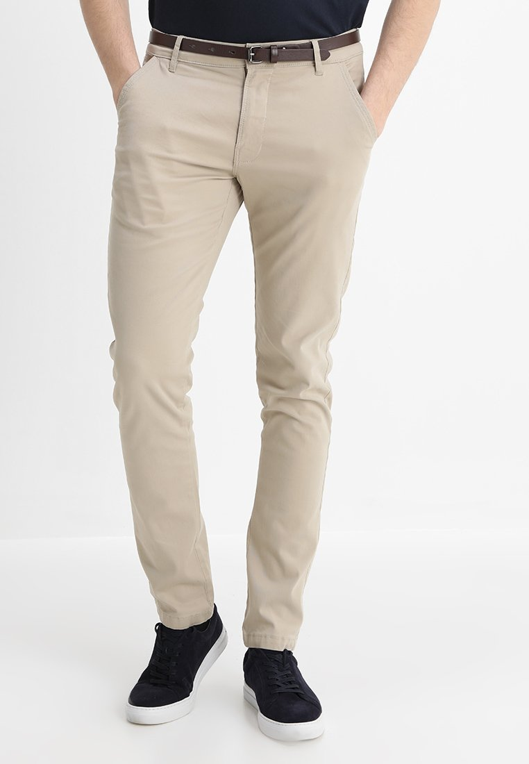 Lindbergh - CLASSIC WITH BELT - Chino - sand