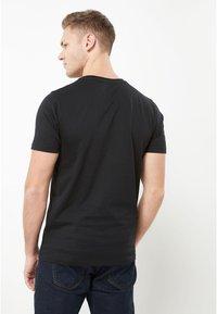 Next - CREW - Basic T-shirt - black - 1