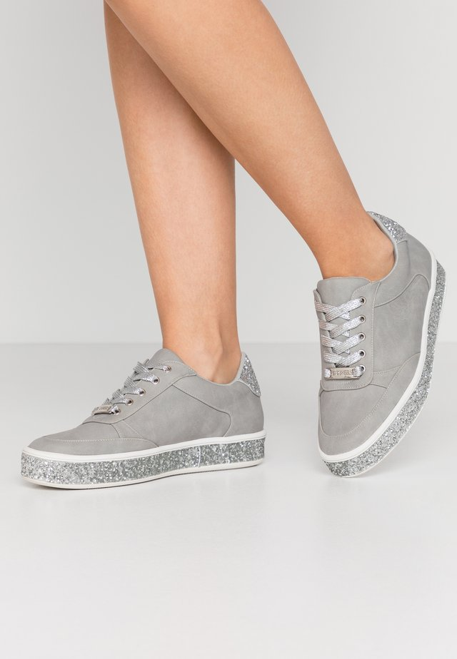 ELAIINE - Matalavartiset tennarit - grey