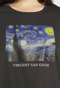 Even&Odd Curvy - T-shirts med print - black/blue/white - 5