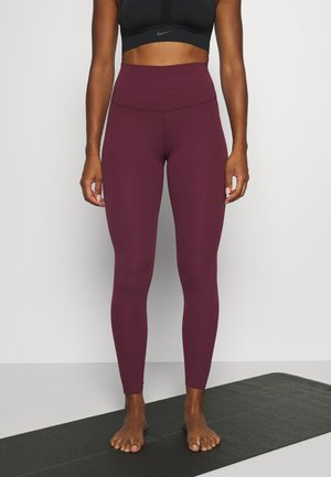 THE NIKE YOGA LUXE 7/8 - Tights - night maroon/team red