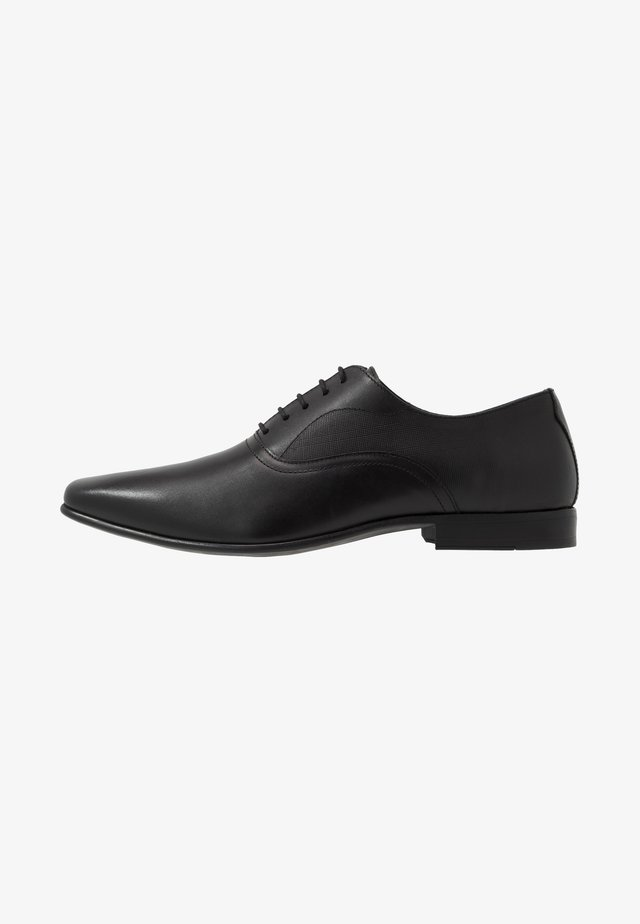 BANKS OXFORD - Zapatos con cordones - black
