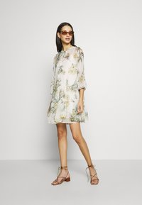 Vero Moda - VMWONDA TUNIC - Day dress - birch - 2