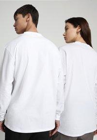 Napapijri - PATCH - Longsleeve - bright white - 3