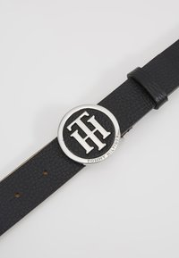 Tommy Hilfiger - ROUND BUCKLE BELT - Belte - black