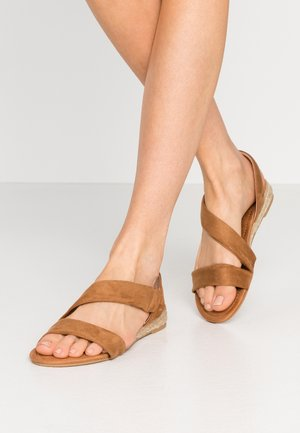 WIDE FIT REAMY ASYMETTRIC MINI WEDGE - Wedge sandals - tan