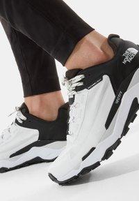 The North Face - EXPLORIS FUTURELIGHT - Chaussures de marche - tnf white tnf black - 0