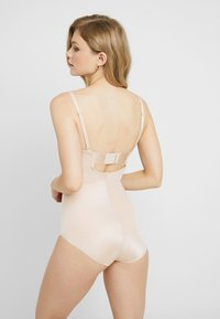 Spanx - STRAPLESS CUPPED PANTY - Body - champagne beige - 2