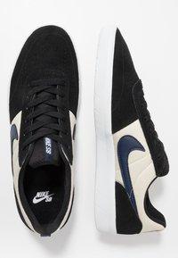 Nike SB - TEAM CLASSIC - Skateschoenen - black/midnight navy/fossil/white - 1