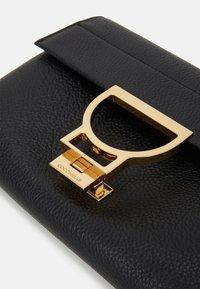 Coccinelle - ARLETTIS - Across body bag - noir - 4
