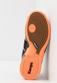 Kempa - ATTACK CONTENDER JUNIOR CAUTION - Handball shoes - black/fluo orange - 5