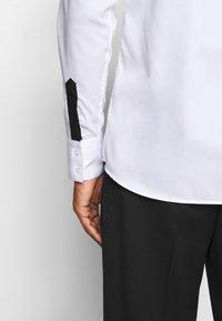 KARL LAGERFELD - CASUAL - Koszula - white - 3