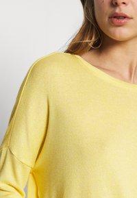 Vero Moda - VMBRIANNA  - Sweter - banana cream melange - 5