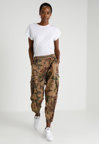 Desigual - PANT CLARIS - Trousers - green - 1