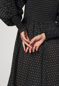 Bruuns Bazaar - ASTER SMOCK DRESS - Vestito estivo - black - 4