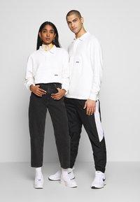 WAWWA - WAWWA UNISEX JONAH RUGBY  - Sweatshirt - white - 1