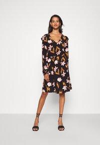 Vero Moda - VMBETTY SHORT DRESS - Kjole - black - 0