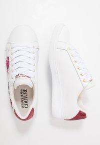 Versace Jeans Couture - CAP SOLE - Trainers - bianco ottico - 3