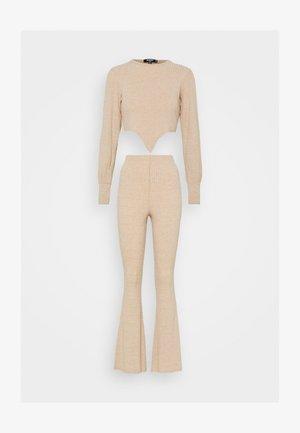 TIE FRONT BALLOON SLEEVE AND KICKFLARE TROUSER SET - Pantaloni - beige