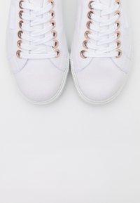 Superga - BIGEYELETS - Sneakersy niskie - white/rose gold - 5