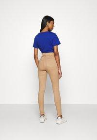 Noisy May - NMEMILY - Slim fit jeans - praline - 2
