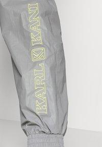 Karl Kani - RETRO SHINY TRACKPANTS - Tracksuit bottoms - light grey - 4