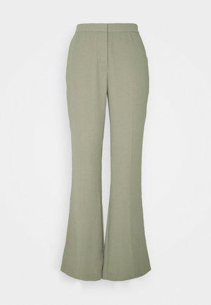 SHAPED SUIT PANTS - Bukser - green