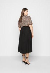 Dorothy Perkins Curve - CURVE PLEATED BLACK MIDI SKIRT - A-line skirt - black - 2