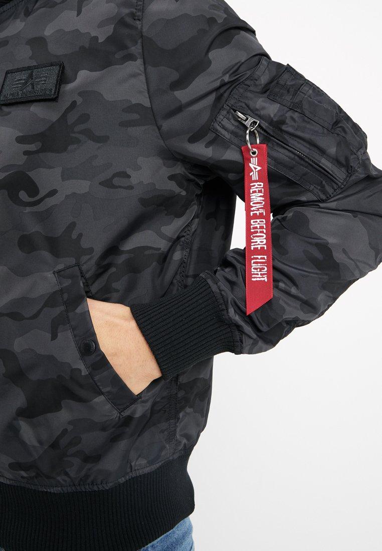 Halvin Miesten vaatteet Sarja dfKJIUp97454sfGHYHD Alpha Industries HOODED Bombertakki black