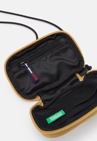 Tommy Jeans - URBAN HANGING POUCH UNISEX - Wallet - green - 2