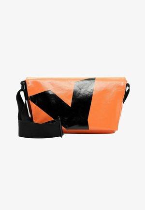 JESSEY PLANE - Across body bag - orange