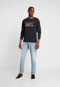 Tommy Hilfiger - LONG SLEEVE TEE - Long sleeved top - black - 1