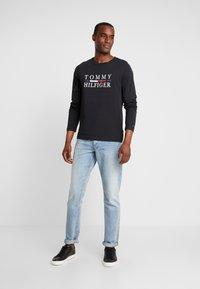 Tommy Hilfiger - LONG SLEEVE TEE - Camiseta de manga larga - black - 1