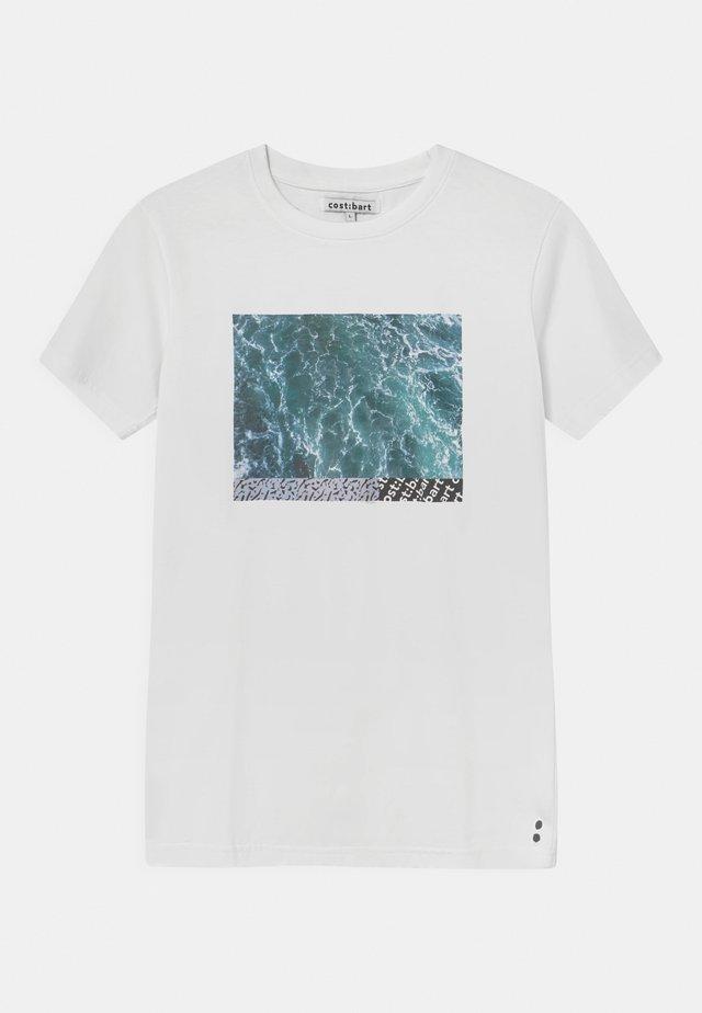 MERVAN - T-shirt print - bright white